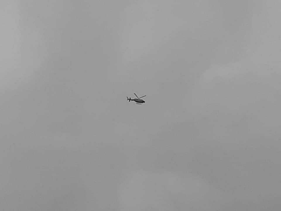 Helikopter deltar i insatsen i Västerås.