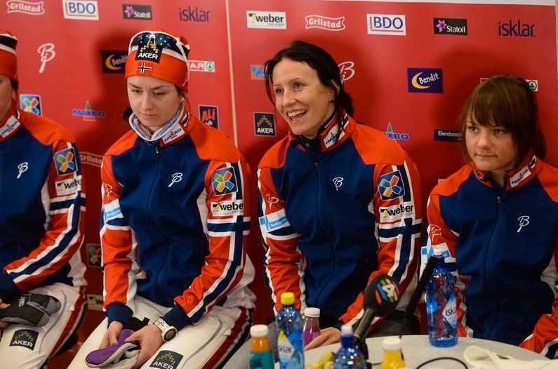 Kari Vikhagen Gjeitnes, Marit Bjørgen under norska damlandslagets pressträff inför skid-VM i Falun.