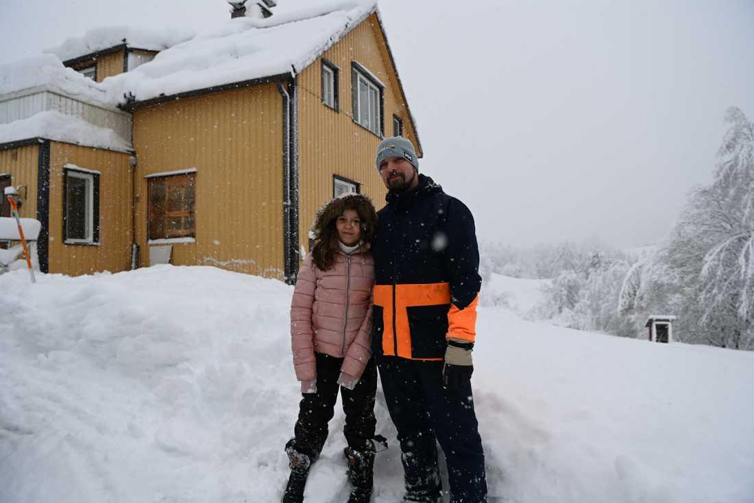 Per Lindström, 35, med dottern Lova Wiksten, 9.