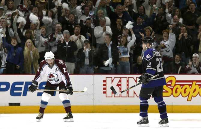 TILLBAKA PÅ IS IGEN Efter elva månaders uppehåll var han tillbaka på is igen mot Los Angeles i april 2002. Självklart blev det seger i comebacken, 4 3 blev slutresultatet.