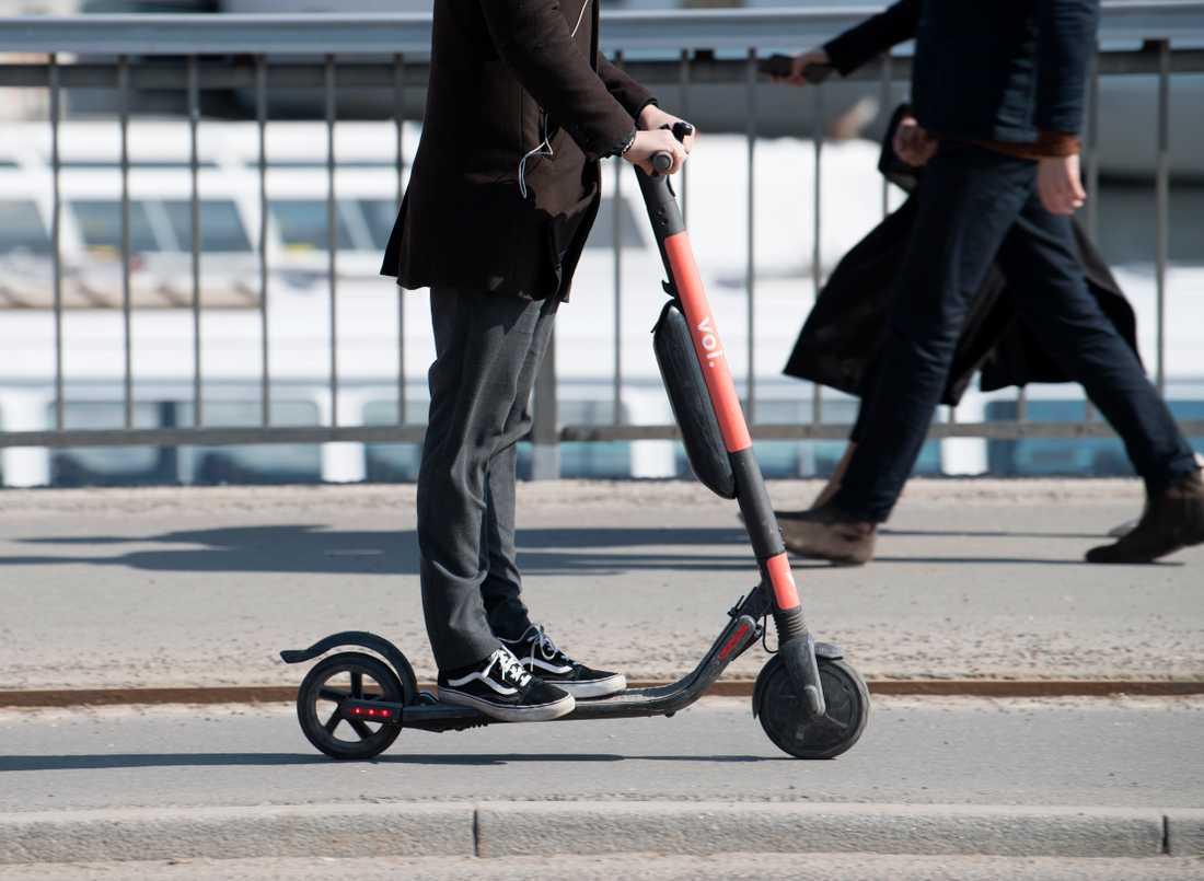 Elsparkcykeltillverkaren Voi ska begränsa hastigheten på vissa gator. Arkivbild.