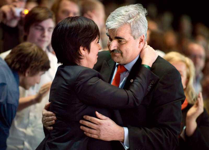 Håkan Juholt efterträdde Mona Sahlin som partiledare för Socialdemokraterna 2011. Många hoppades att den nya ordföranden skulle ge S en nytändning. I stället störtade partiet under Juholt in i sin djupaste kris någonsin.