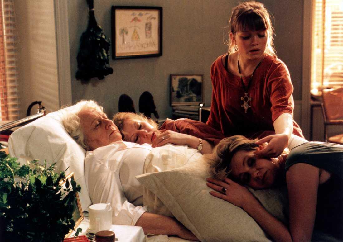 1996: Alla dagar, alla nätter Spelar Alice i tv-pjäsen, mot bland andra Pia Johansson, Ulrika Hansson och Viveka Seldahl.