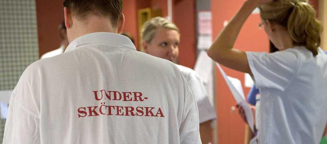 Vallöftet om studielön för sjuk- och undersköterskor är varken påbörjat eller genomfört.