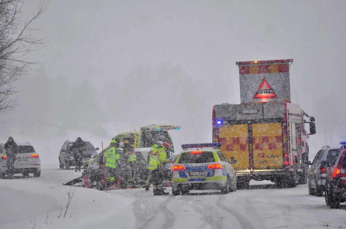 Flera bilar krockade på länsväg 511 under det stora ovädret den 6 december.