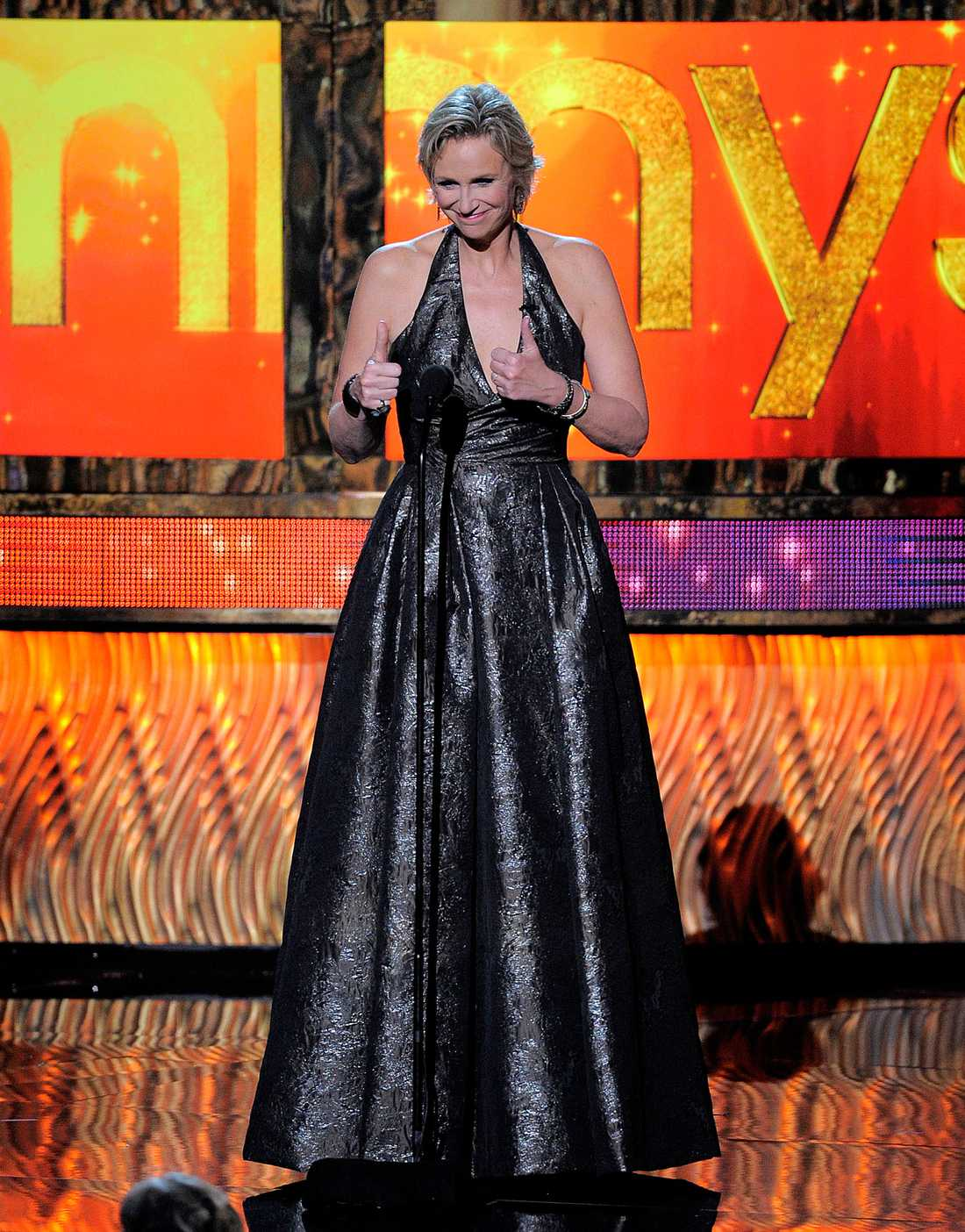 """Jane Lynch från tv-serien """"Glee"""" stod som Emmy-galans värdinna."""