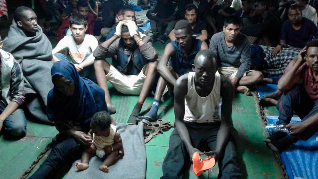 Migranterna var på väg mot Europa när de plockades upp av ett fartyg och fördes till Libyen.