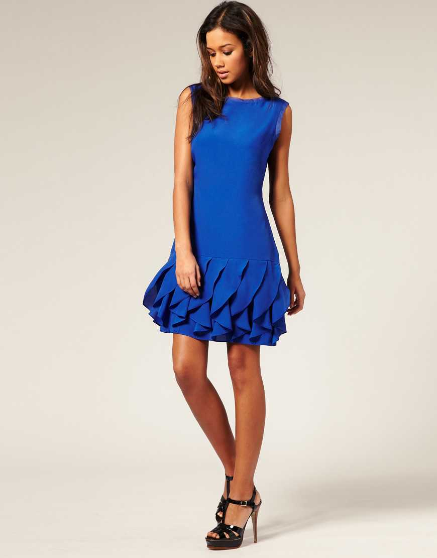 Klarblå klänning, cirka 1313 kronor, Asos.com