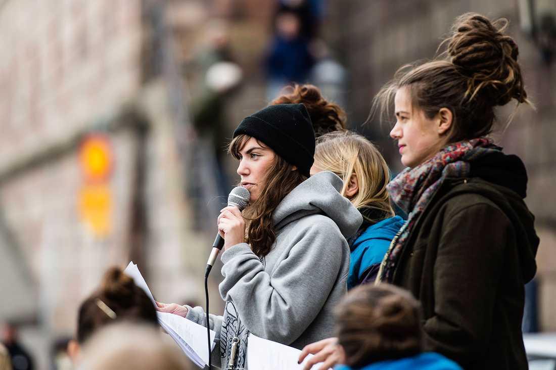 Kollektivet Femtastic manifesterade efter ett uppmärksammat våldtäktsmål. Stockholm 2013.