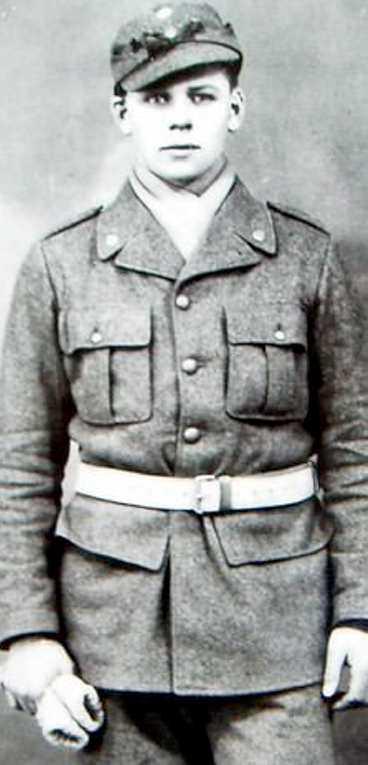 Finlands sak var hans Allan Mann som 18-årig svensk frivilligsoldat i Finland.