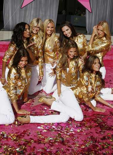 Modellerna var glada över stjärnan på Walk of Fame.