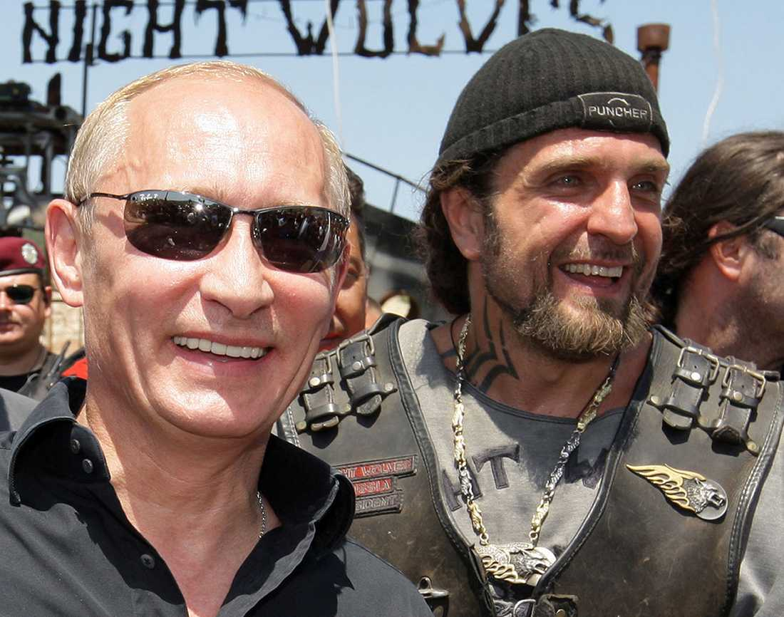 """Rysslands president och Nattvargarnas dito Vladimir Putin och Alexander """"Kirurgen"""" Zaldostanov, från Nattvargarna"""