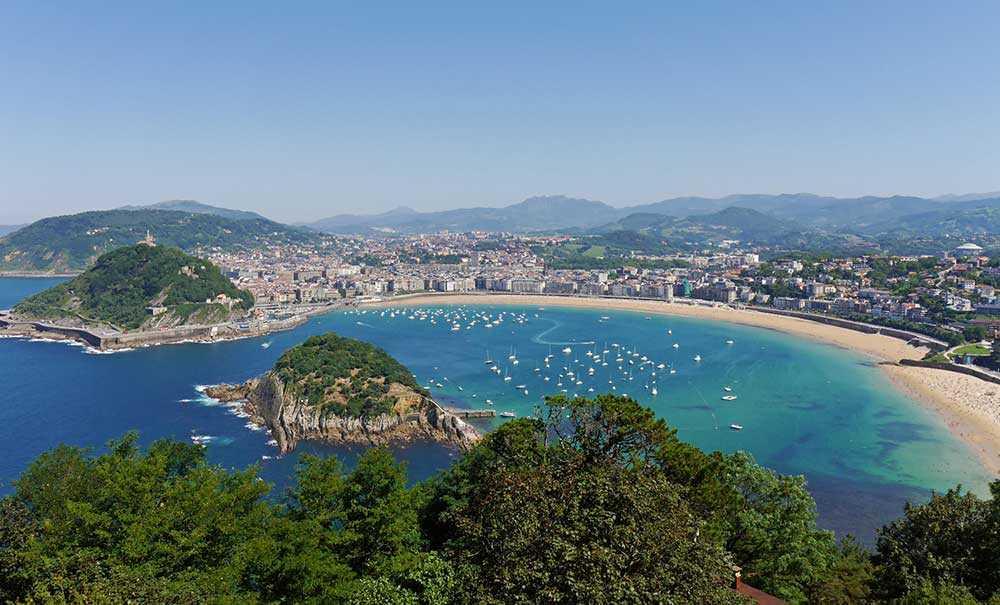 Spanska La Concha Beach ligger högst upp på listan (nr 4) av alla stränder i Europa.