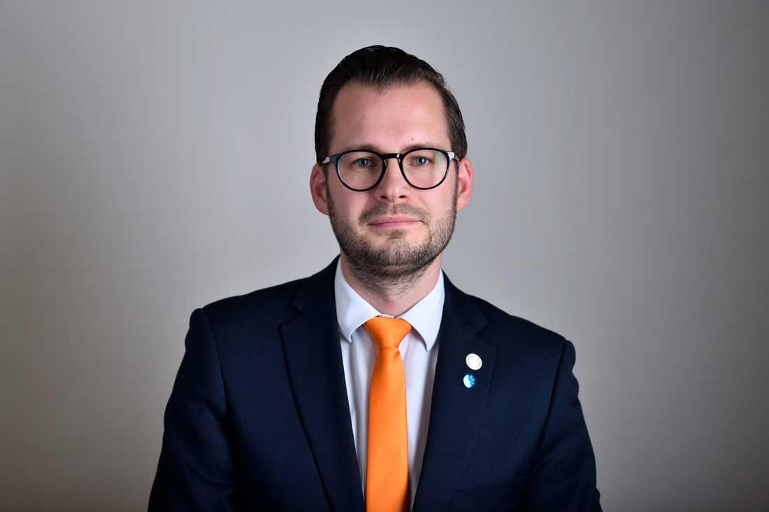 Sverigedemokraten Mattias Bäckström Johansson KU-anmäler energiminister (S) Anders Ygeman för att få utskottet att undersöka om ministern ägnat sig åt styrning av Svenska kraftnät. Arkivbild.