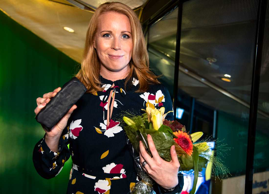 Annie Lööf tog med sig en kolbit.