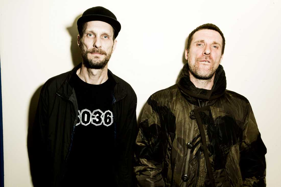 """Graham Coxon looks like a left-wing Boris Johnson"", rappar Sleaford Mods i låten ""Flipside""."