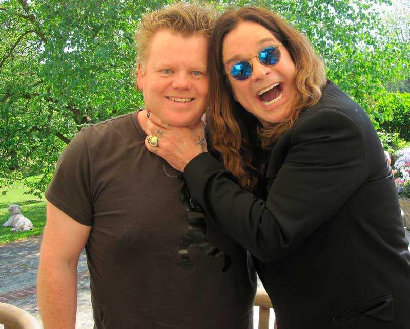 Hårdrock!s redaktör Joacim Persson fick som enda svenska journalist en intervju med Ozzy Osbourne hemma i sångarens trädgård.