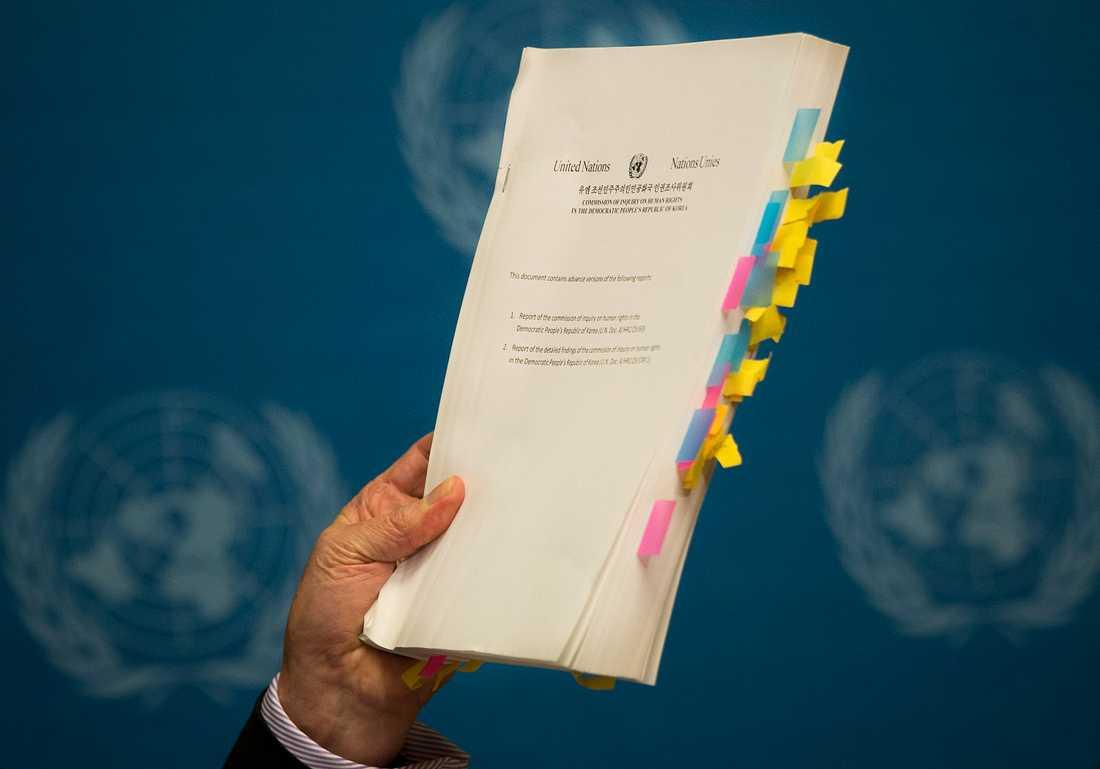 Michael Kirby presenterar FN-rapporten om Nordkorea i Geneve.