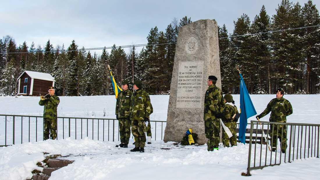 En ceremoni genomfördes vid minnesstenen i byn Armasjärvi.
