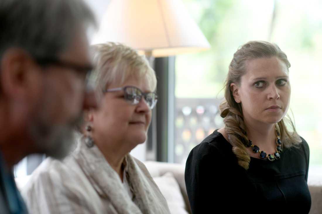 John och Michele Sharp, föräldrar till Michael som blev skjuten i Kongo, riktar kritik mot svenska regeringen. Här med Ida Sawyer från Human Rights Watch.