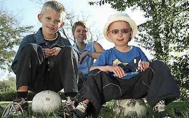 - Att Jesper är en glad kille håller oss uppe, säger hans familj som vet att han inte överlever tonåren.