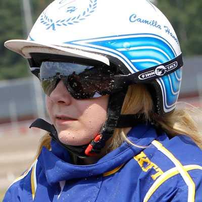 15-åriga Camilla Hanell satte proffsen på plats i V4-2.