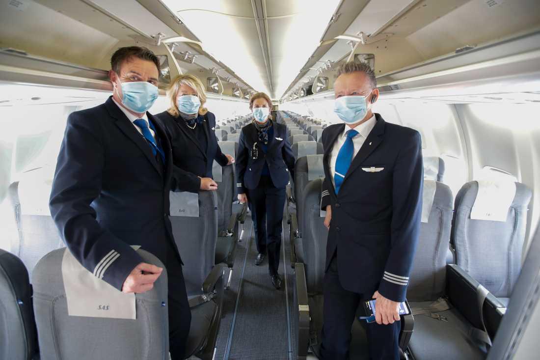Sedan den 18 maj gäller munskyddstvång för personal och resenärer från sex år och uppåt på SAS flygningar. Arkivbild.