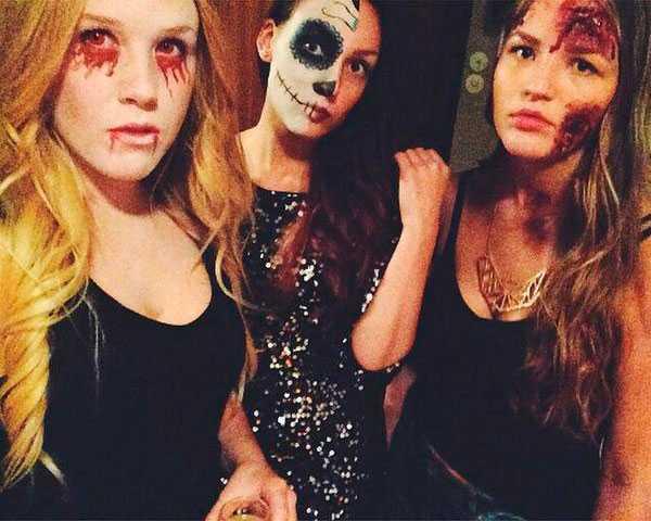Linnea på Halloween tillsammans med kompisarna Julia Forslund och Emelie Berglund.