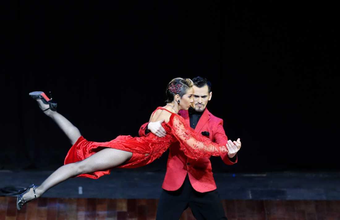 Det argentinska dansparet Juan Segui och Maira Sanchez vid fjolårets världsmästerskap i tango i Buenos Aires i Argentina.