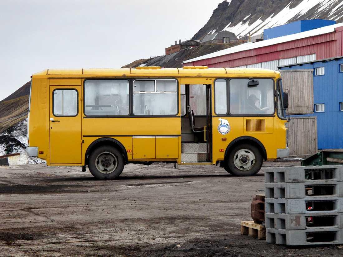 Barentsburgs enda buss.