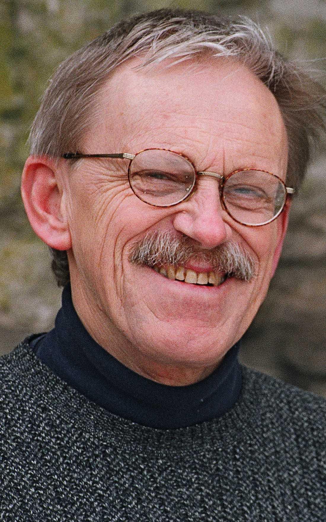Håkan Anderson (född 1945) är bosatt på Gotland. Han debuterade vid nära 60 års ålder 2004.