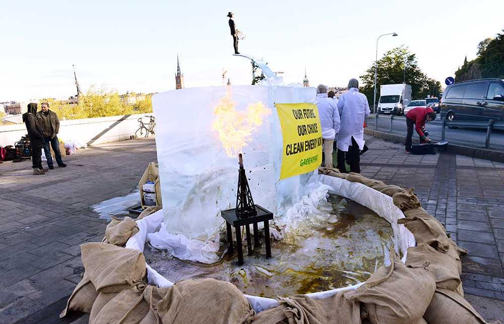 För lite görs åt krisen. Greenpeace demonstrerade utanför FN:s klimatpanels möte i Stockholm 2013, arkivbild.