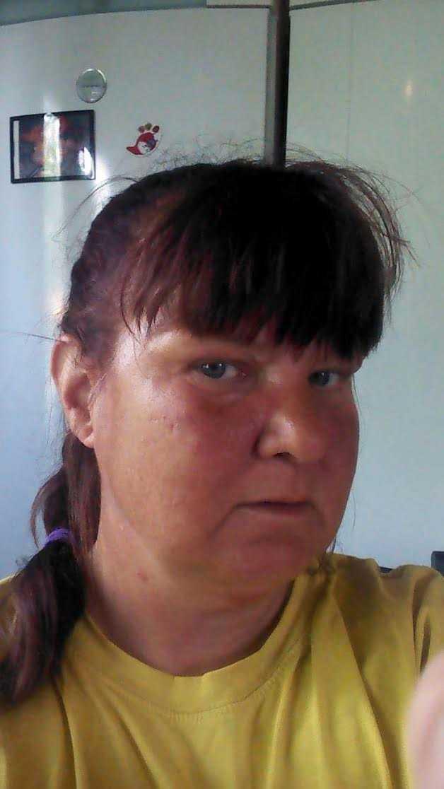 """Laila Lindholm såg branden från sitt hem. """"Församlingsmedlemmar som jag har pratat med säger att det var full panik när det började brinna"""", säger hon."""