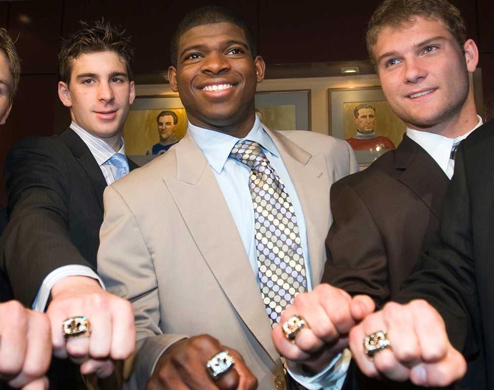 John Tavares, P.K. Subban och Cody Hodgson med sina segerringar efter JVM-guldet.
