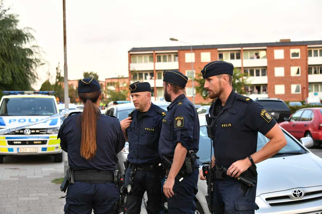 Enligt uppgifter till Aftonbladet har den skjutne mannen dött.