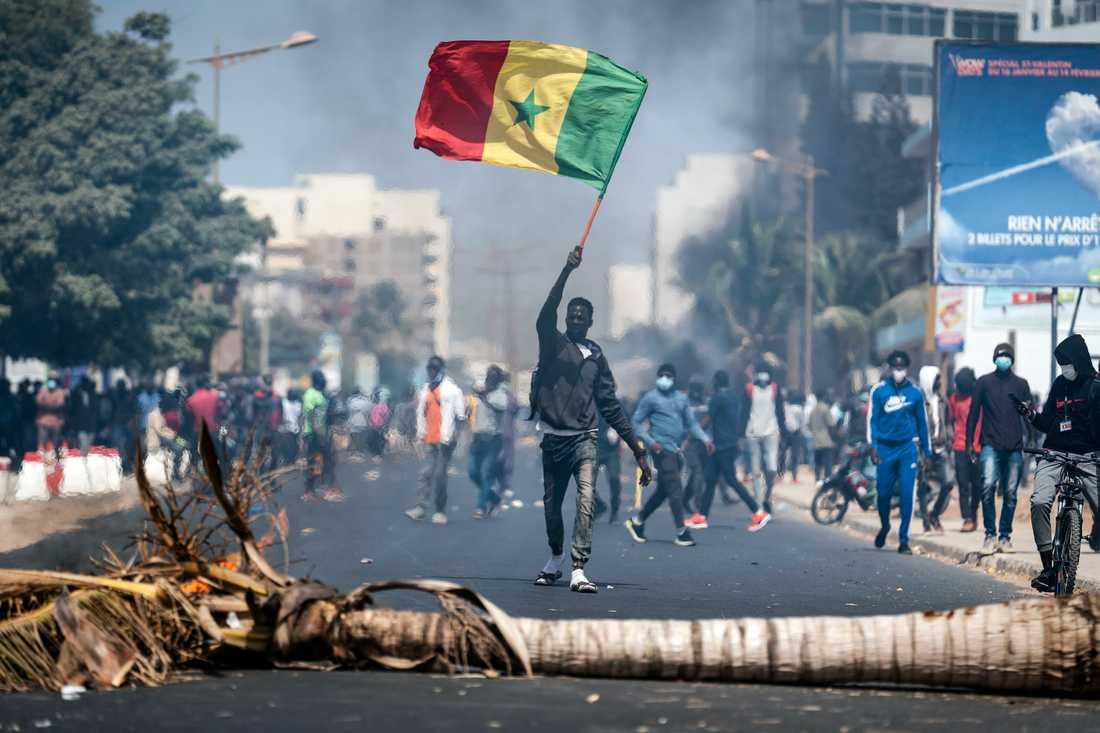 Demonstrationer i Dakar efter det att oppositionsledaren Ousmane Sonko gripits.