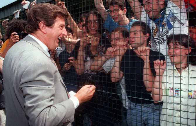 Samma år tog Hodgson över det italienska storlaget Inter. Här skriver han autografer åt fansen 1996.