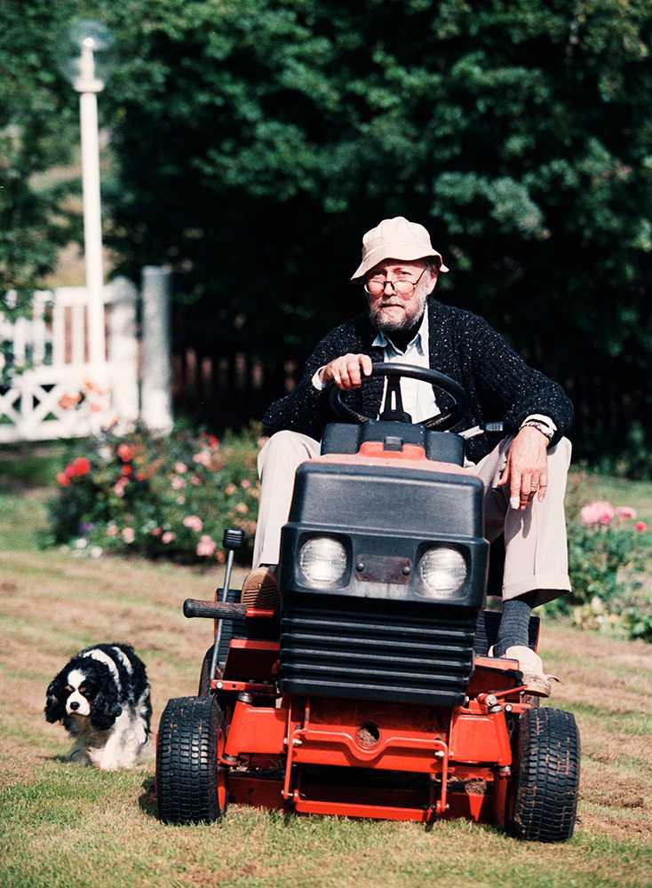 Lindgren klipper gräset 1999.
