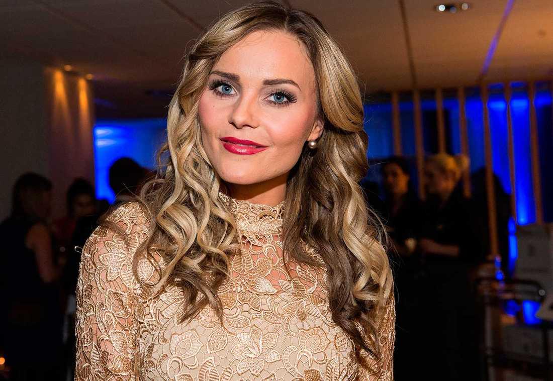 Norska bloggprinsessan Caroline har hamnat i blåsväder — och inte blir det bättre av att hennes make, fotbollsspelaren Lars-Kristian, blivit påkommen med att skriva fejkade kommentarer på hennes blogg.