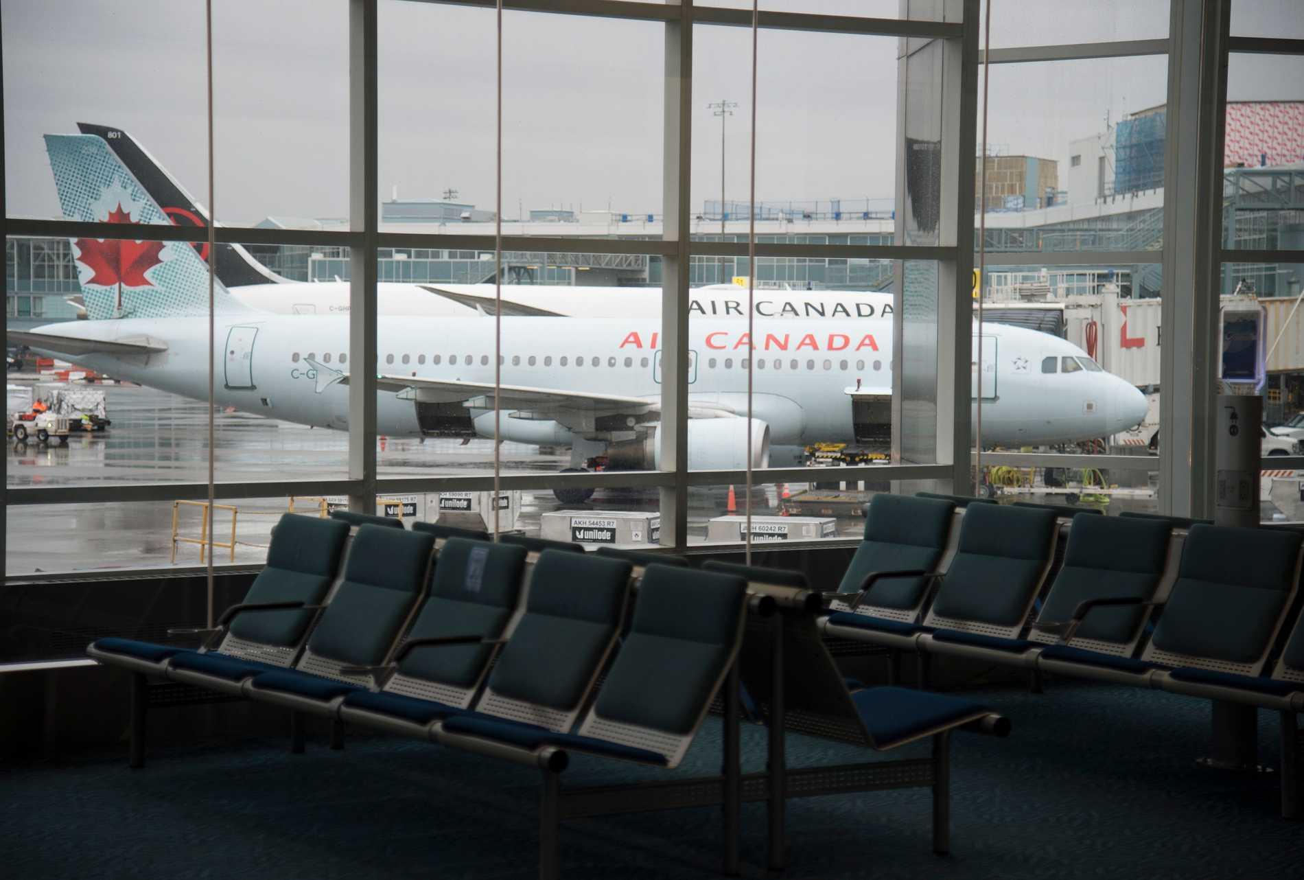 Polisen letar efter en eller flera misstänkta efter en skottlossning inne på Vancouvers flygplats. Arkivbild.