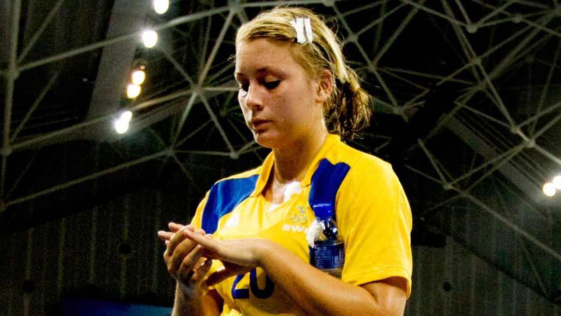 Isabelle Gulldén deppar under OS-turneringen i Peking 2008.