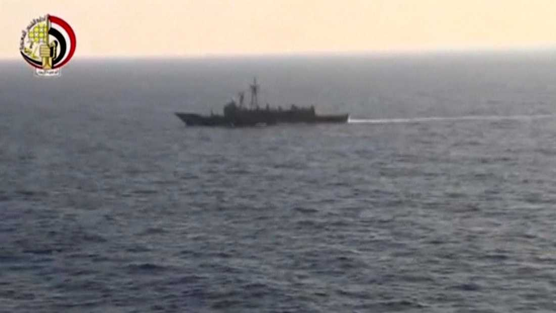 Egyptisk fartyg deltar i sökningen.