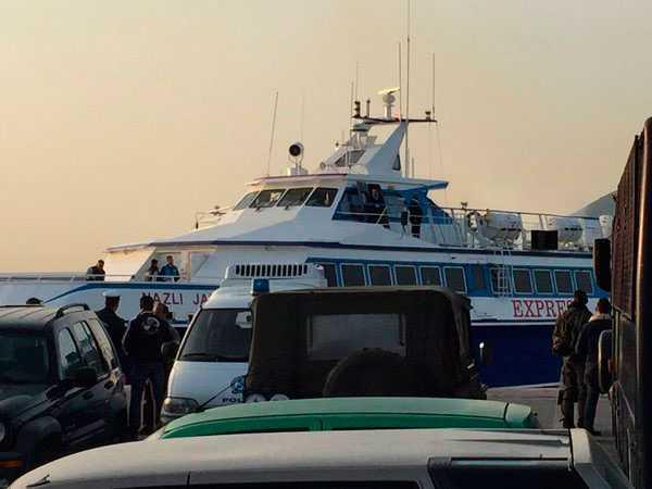 EU deporterar de första flyktingarna från grekiska ön Lesbos.