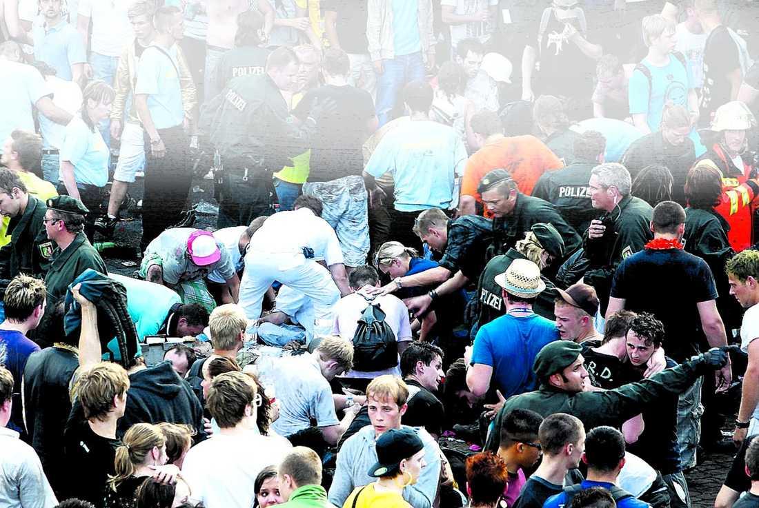 Masspanik Minst 19 personer dog i trängseln på technofesten Love Parade i Duisburg.
