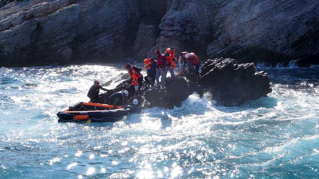 46 människor räddades av Gula båtarna den 28 oktober. Men två barn dog.