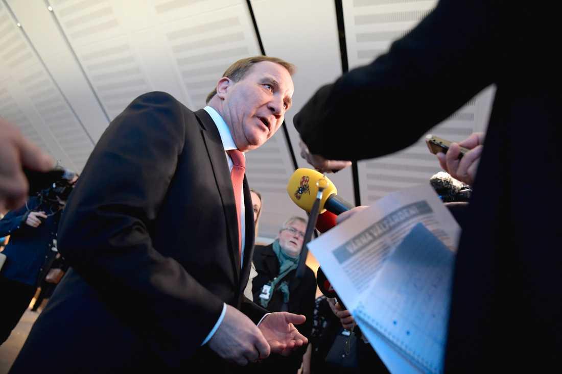 Moderaternas förslag till kommunala extrapengar är för snålt, enligt statsminister Stefan Löfven (S).