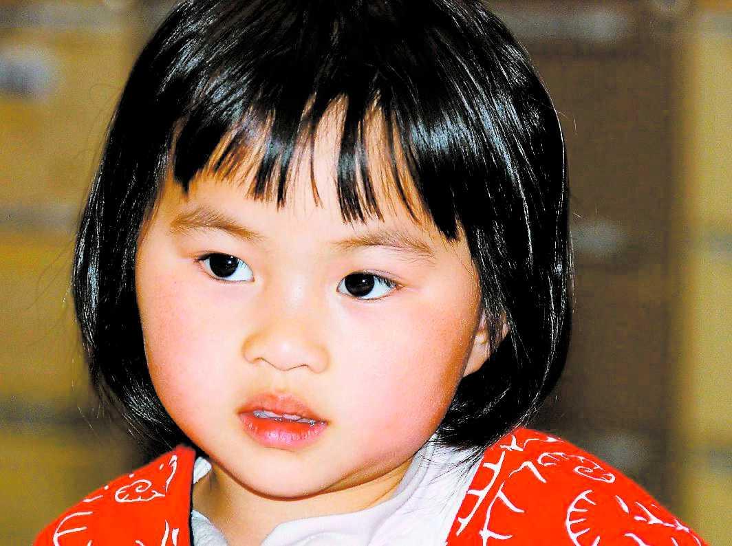 Treåriga Qian övergavs på en järnvägsstation i Australien.