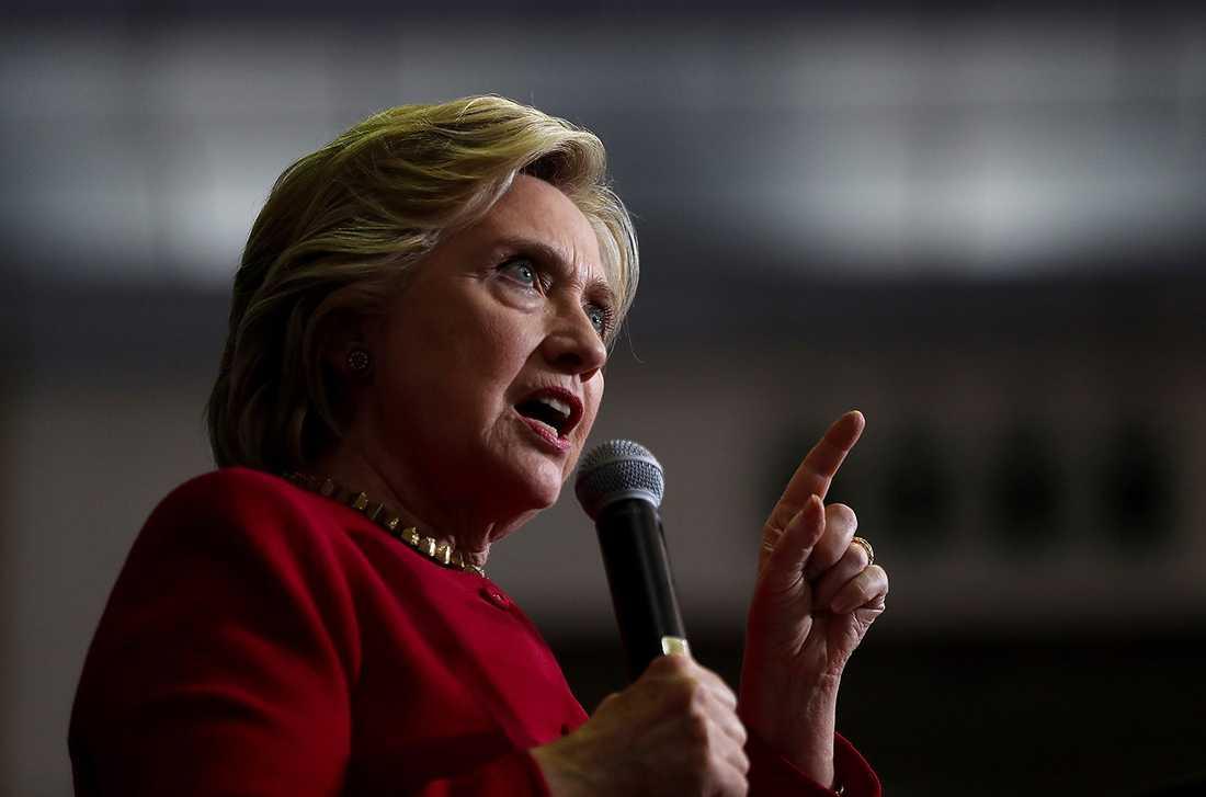 """""""Det här är fruktansvärt. Vi kan inte tillåta den här mannen att bli president"""", skriver Hillary Clinton på Twitter."""