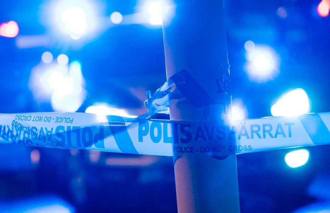 Vapen och narkotika togs i beslag vid en polisinsats i Västervik. Nu begärs fyra personer häktade. Arkivbild.