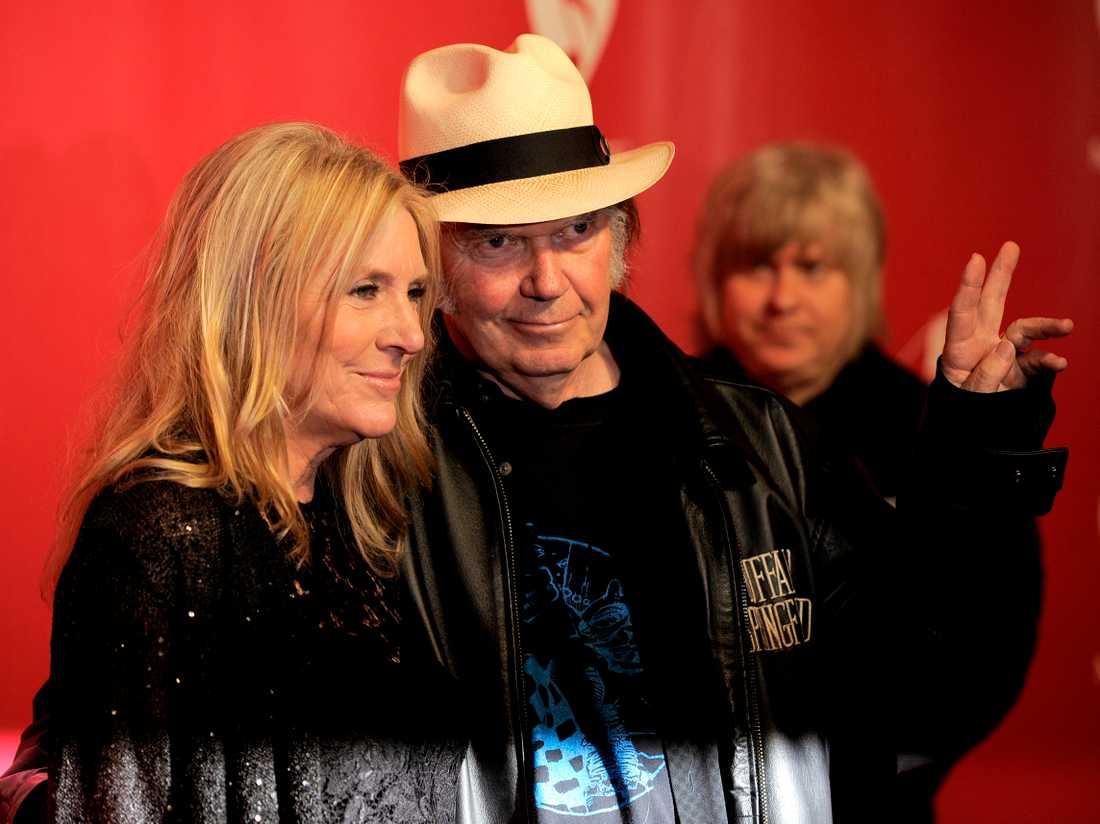 Pegi Young med dåvarande maken Neil Young 2012. Arkivbild.